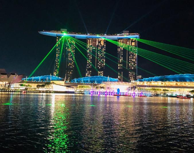 Ngỡ ngàng với bữa tiệc ánh sáng SPECTRA SHOW khi du lịch Singapore - ảnh 2